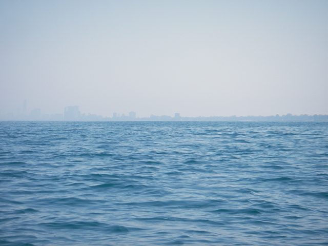 20070731_lake_michigan_crossing_hazy_chi