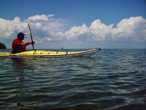 Steve_paddling_rock_island_passage