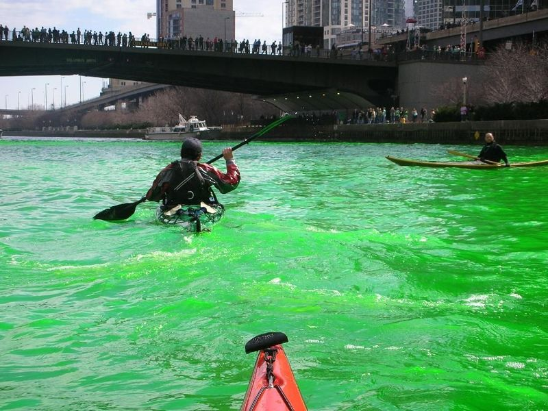 Chicago_river_on_st_patricks_day