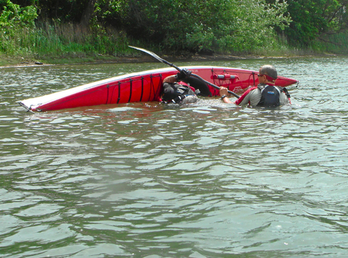 09paul_shows_denis_why_most_kayakers_sit